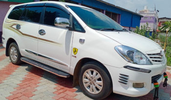 TOYOTA INNOVA 2.5G front right view